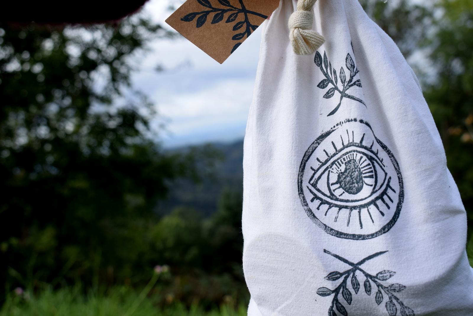 jeu_paires_memory_enfant_bois_ecologique_durable_artisanal_handmade_linogravure_atelier_lousparel_mémoire_local_made_in_france